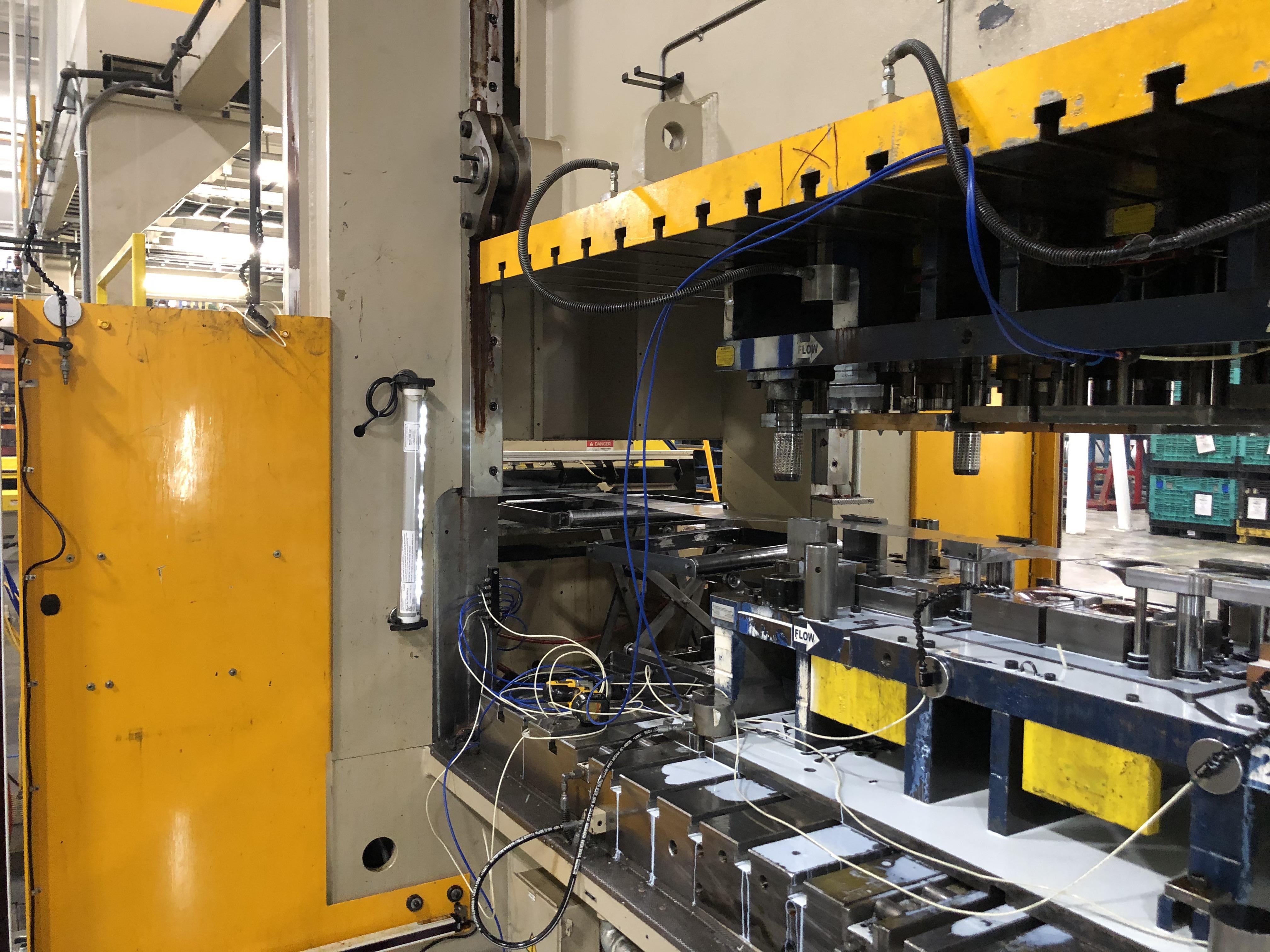 630 ton Aida servo press bed close