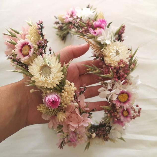 coroas de flores desidratadas