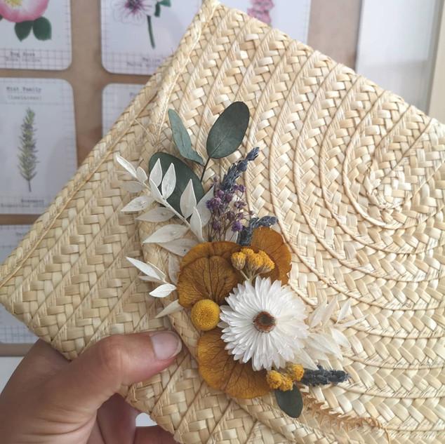 Clutch floral
