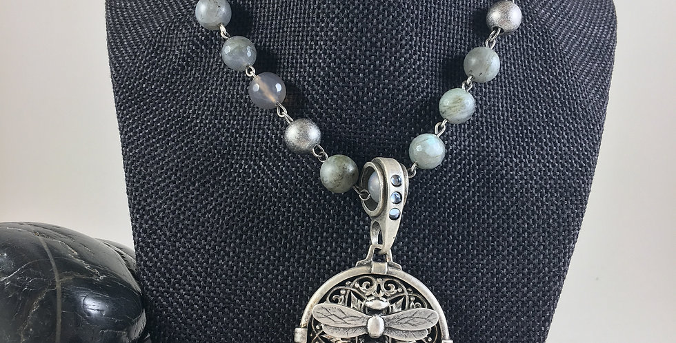 MOONLIGHT MIX WITH SILVER WIRE AND MIEL STACK MEDALLION