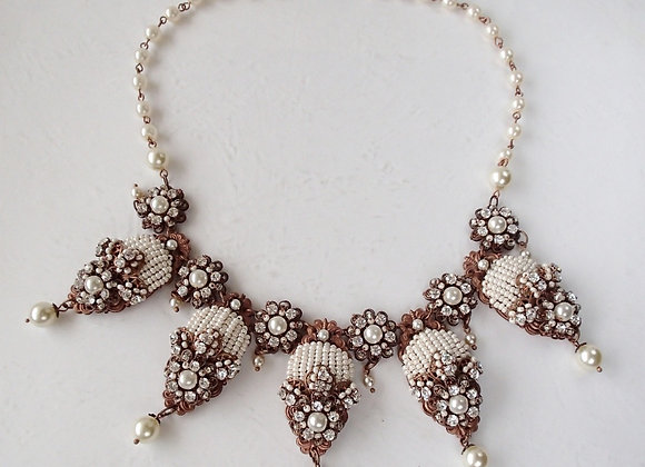 Pearl Necklace in vintage style