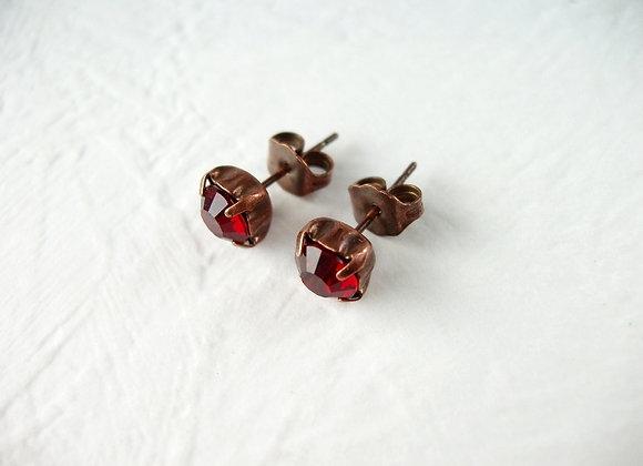 SIMPLE RED CRYSTAL STUD EARRINGS
