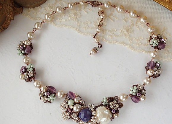 Vintage style pearl necklace Purple Green