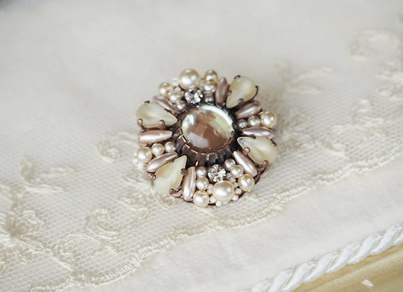 CARAMEL BROOCH with SAPHIRINE GLASS