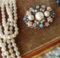 Vintage style jewelry Rhinestone brooch
