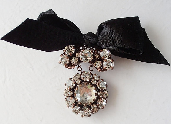 RHINESTONE BROOCH with BLACK BOW historically inspired jewellery