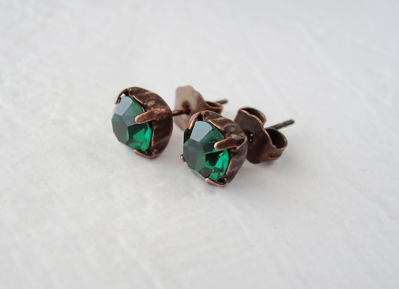 SIMPLE EMERALD GREEN CRYSTAL STUD EARRINGS