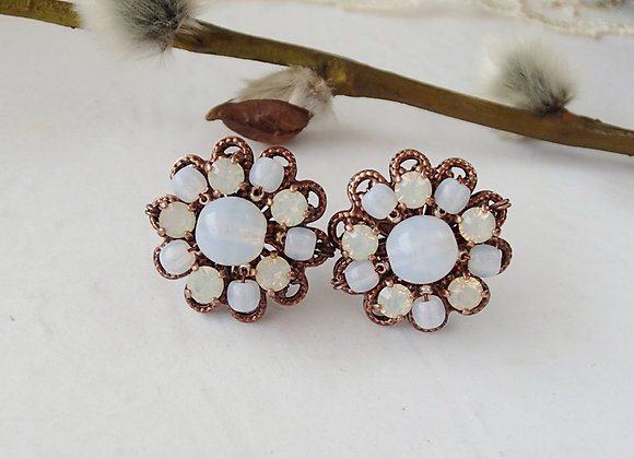 PASTEL WHITE RHINESTONE STUD EARRINGS