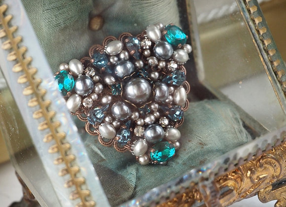 TEAL TRIANGLE RHINESTONE BROOCH vintage blue-green
