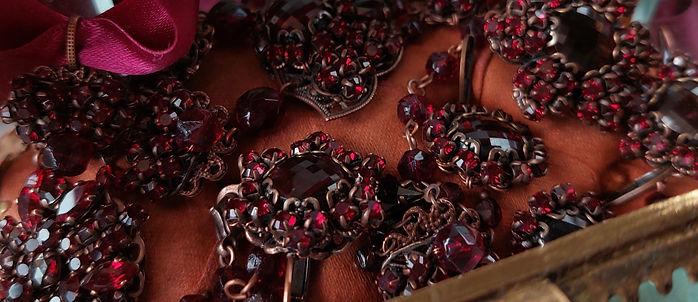 dark_red_jewellery_jewelry_in_vintage_style.jpg