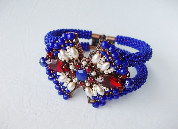 NAVY BLUE CLAMPER STATEMENT BRACELET
