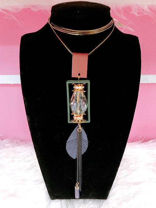 SWEATER NECKLACE
