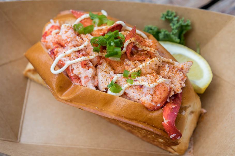 Connecticut Lobster Roll.jpg