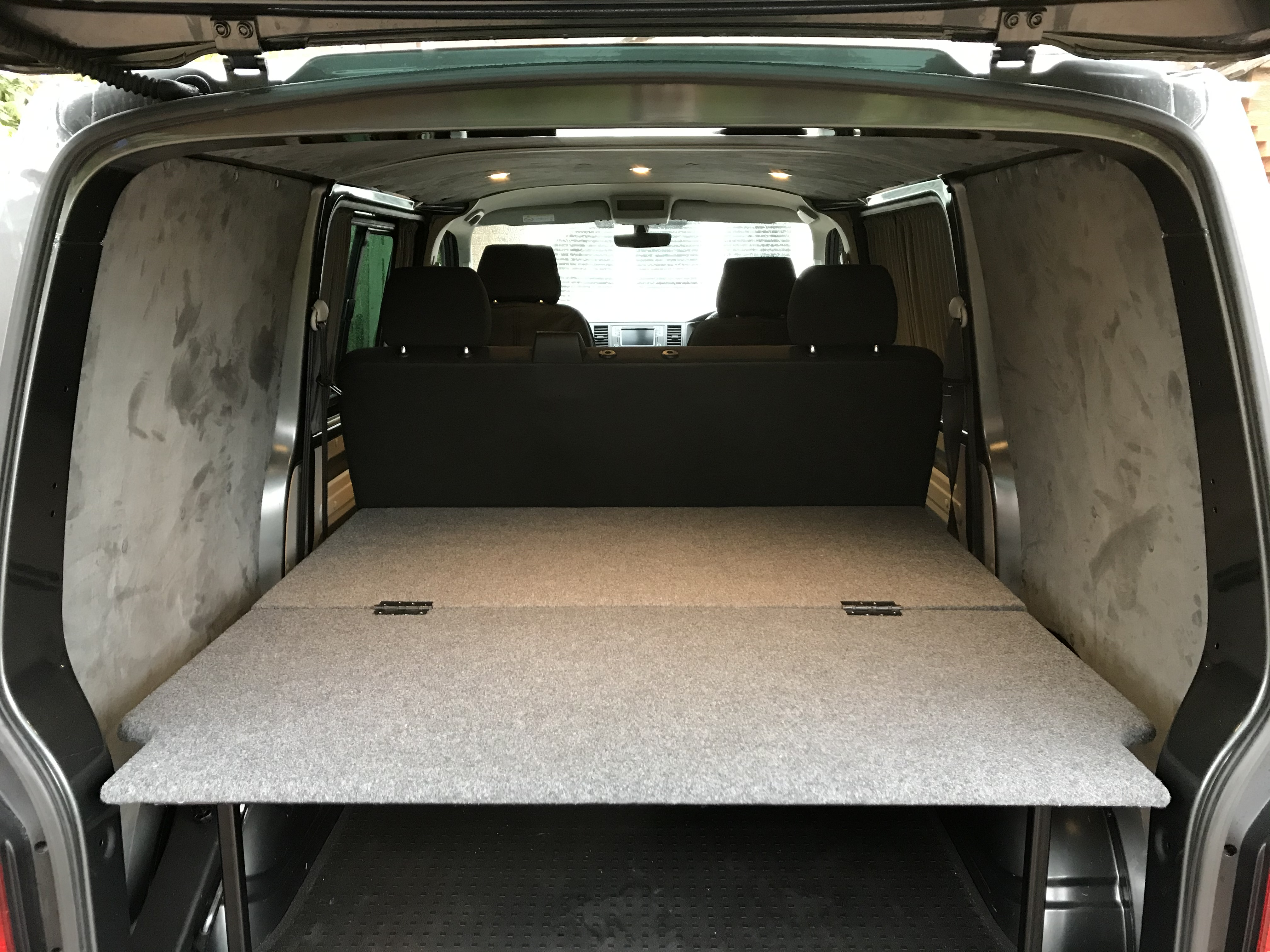 Rear combi bed