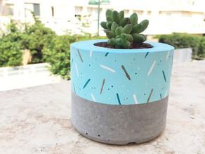 איך להכין עציץ בטון ולצבוע אותו עם צבע אקריליק