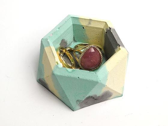 קערית לטבעות מבטון - אפור תכלת צהוב