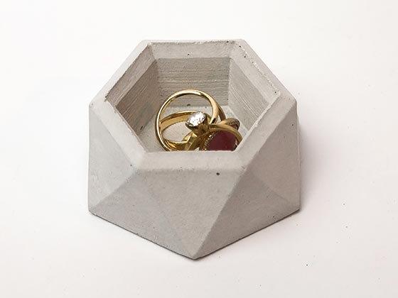 קערית לטבעות מבטון אפור בהיר