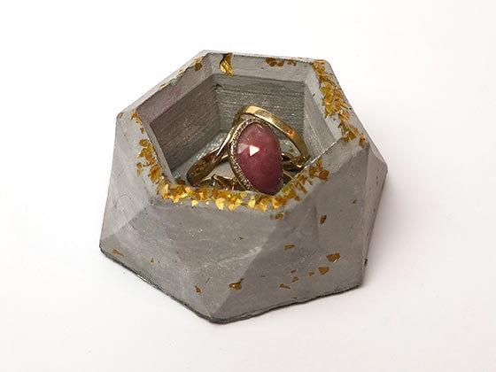 קערית לטבעות מבטון אפור זהב
