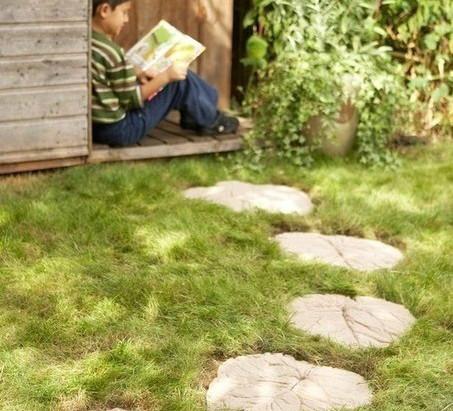 Jardineando con los peques de la casa: camino con hojas de cemento