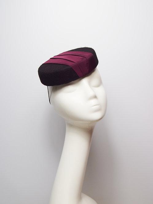 Cadeux: Pillbox Hat, Merlot