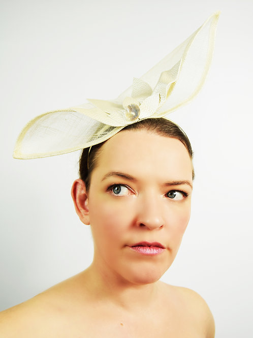 Ola: Ivory Sculpted Fascinator