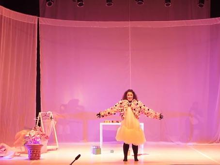 """Com """"Fina"""", Buia Teatro mostra a importância do amor próprio e de verdadeiras amizades"""