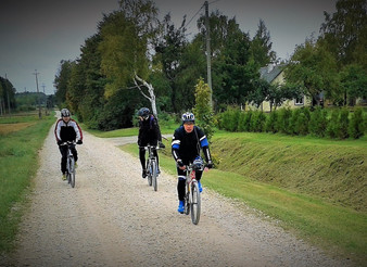 "Impressions from the group ride ""Following Mammoths"", 31 km"