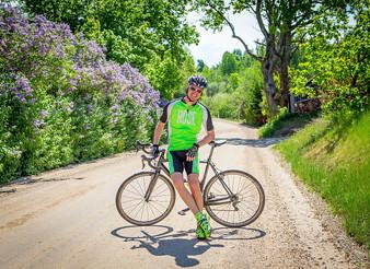 Gravel Cyclist's Tire Dilemma:      Knobbies or Slicks?                                 7/8