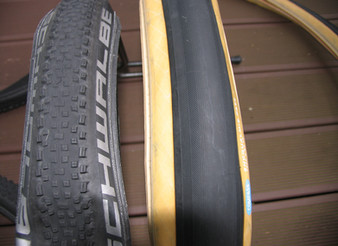 Gravel Cyclist's Tire Dilemma:      Knobbies or Slicks?                                 1/8