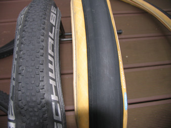 Gravel Cyclist's Tire Dilemma:      Knobbies or Slicks?                                 1/8