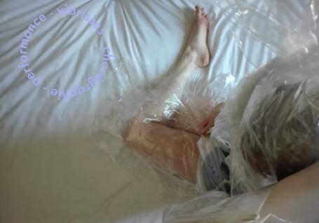 """""""sur le lit"""""""