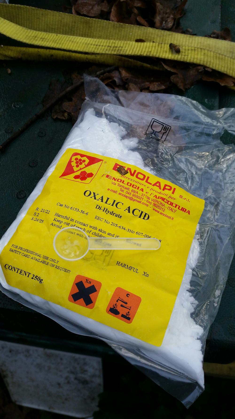 Oxalic Acid with spoon