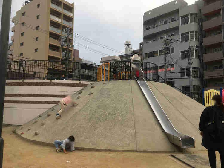 江の木公園の大きな滑り台