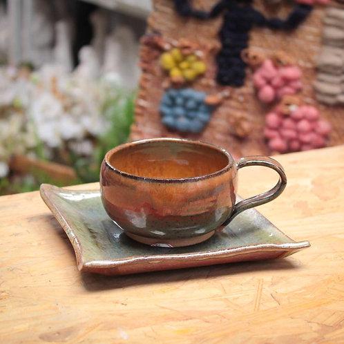 Prato e xícara de cerâmica