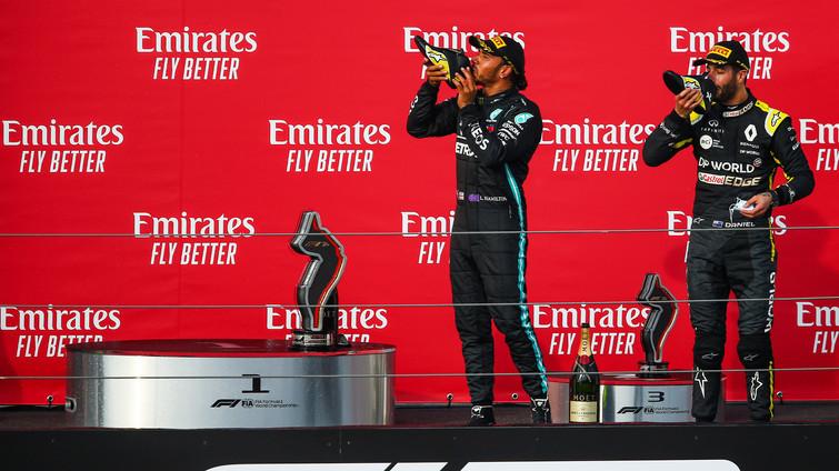 Shoey-Lewis-Hamilton-and-Daniel-Ricciard