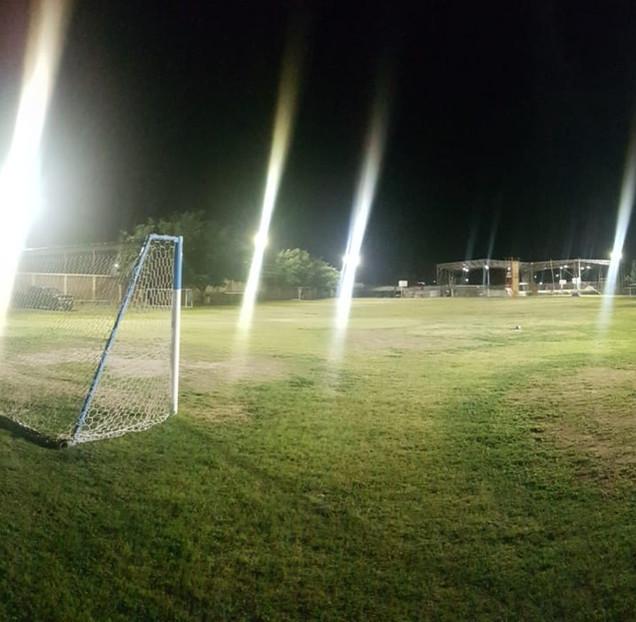campo de Fut Ball Iluminado con INTE RFL de 400 y 600 Watts de potencia