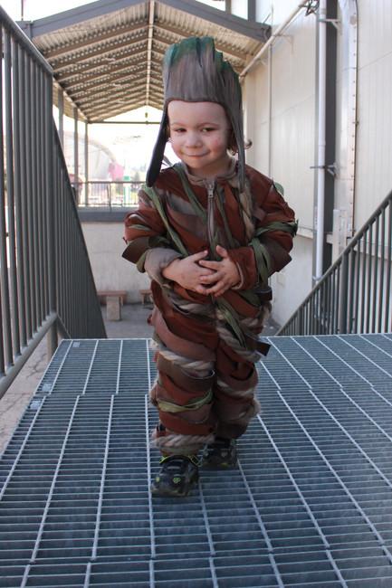 Baby Groot Cosplayer