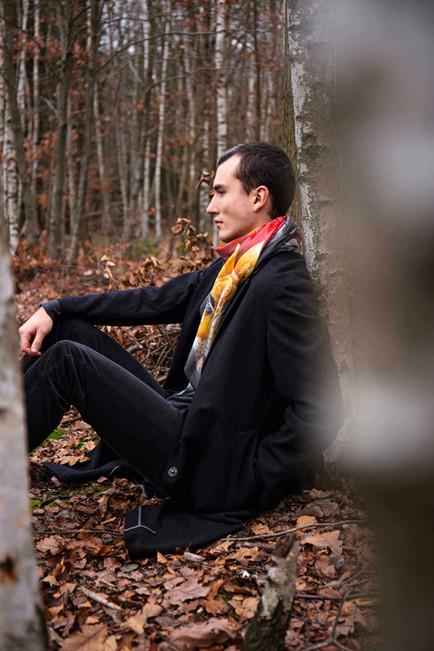 Muž s šátkem / Man with scarf