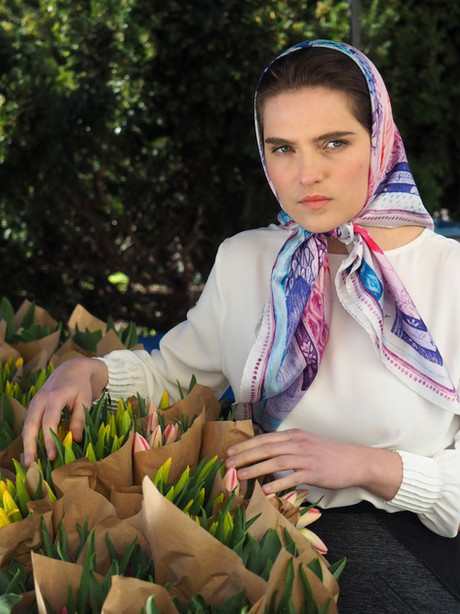 Luxury scarf silky gang with flowers