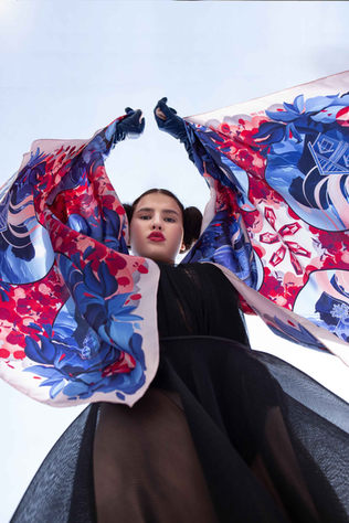 Snow White with silk scarves
