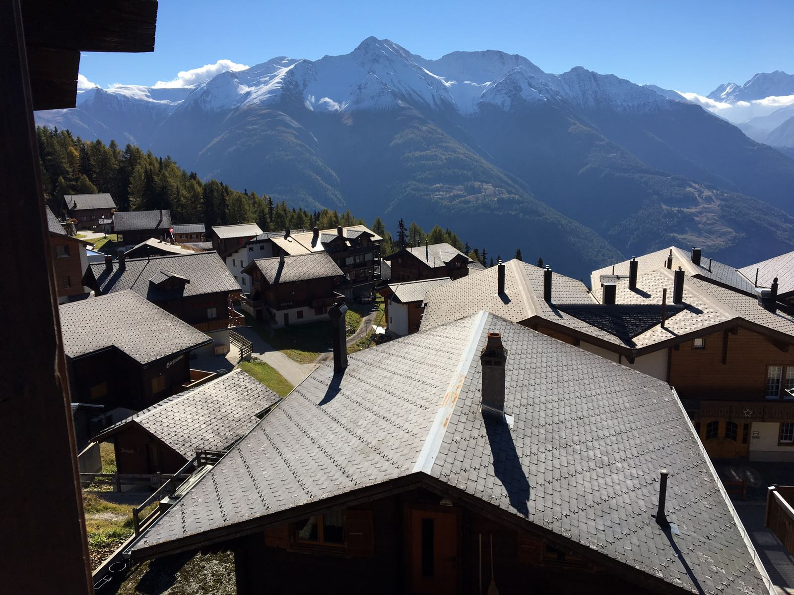 Blick vom Obergeschoss auf die Berge