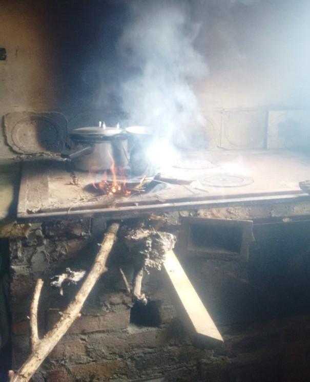 Estufa de leña tradicional, ideal par ala preparación del plato.