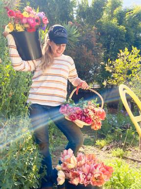 Hi! I'm Jen ! Welcome to my flower farm!
