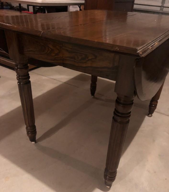 item 556 - drop leaf table