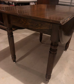 item 556 - drop leaf table