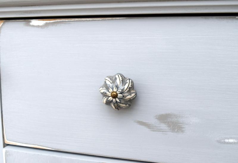 details - ceramic knob