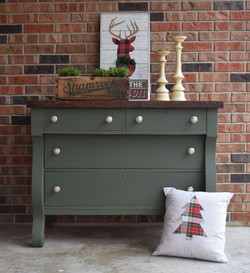 buffet in country chic woodland