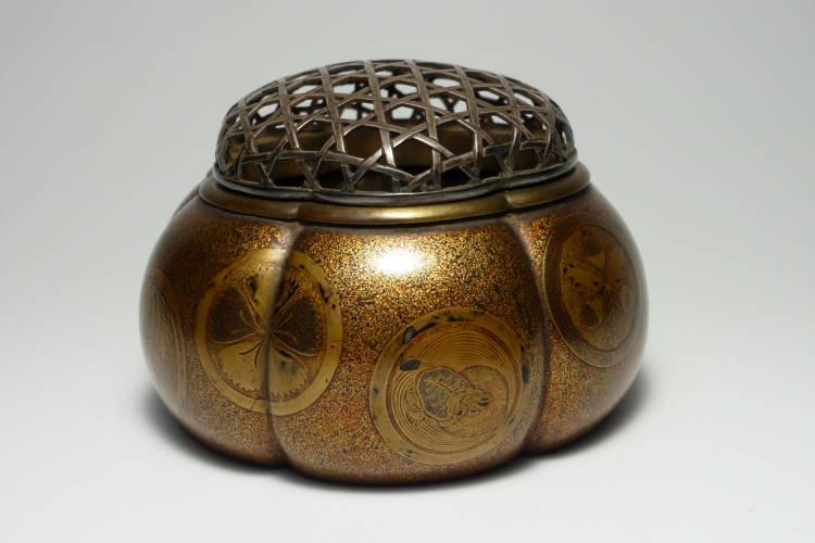 蒔絵阿古陀丸紋香炉
