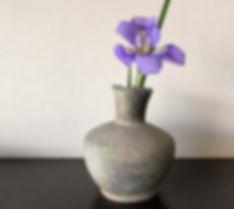 須恵器と花.jpg