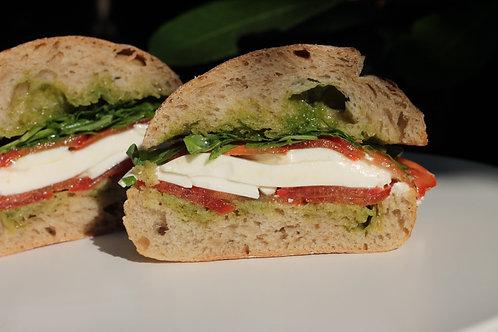 (v) Sande Tomate, Qj Fresco e Rúcula // Tomato, Rocket Sandwich
